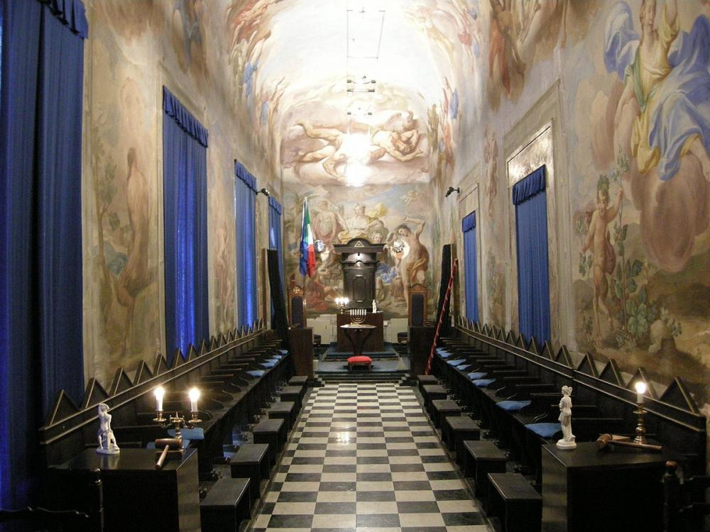 Palazzo_Roffia,_galleria_03.JPG