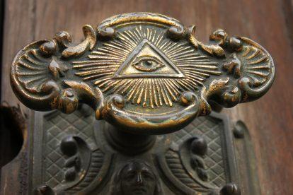дверная ручка входной двери масонского храма
