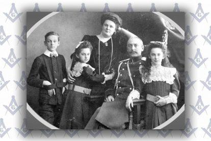Виктор Кочубей на общей семейной фотографии